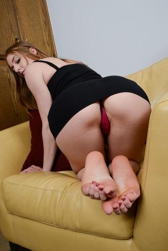 ALINA pozitii porno cu o fata nonconformista