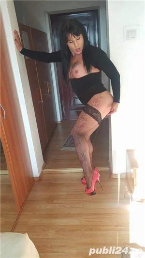 Transexuala siliconata feminina senzuala rafinata cu poze reale