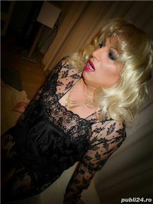 dame de companie bucuresti: Cora van Kesteren tranny